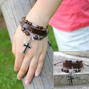 Armband leer kruisje houten kralen