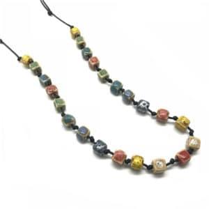 Stenen halsketting vierkant multicolor keramiek